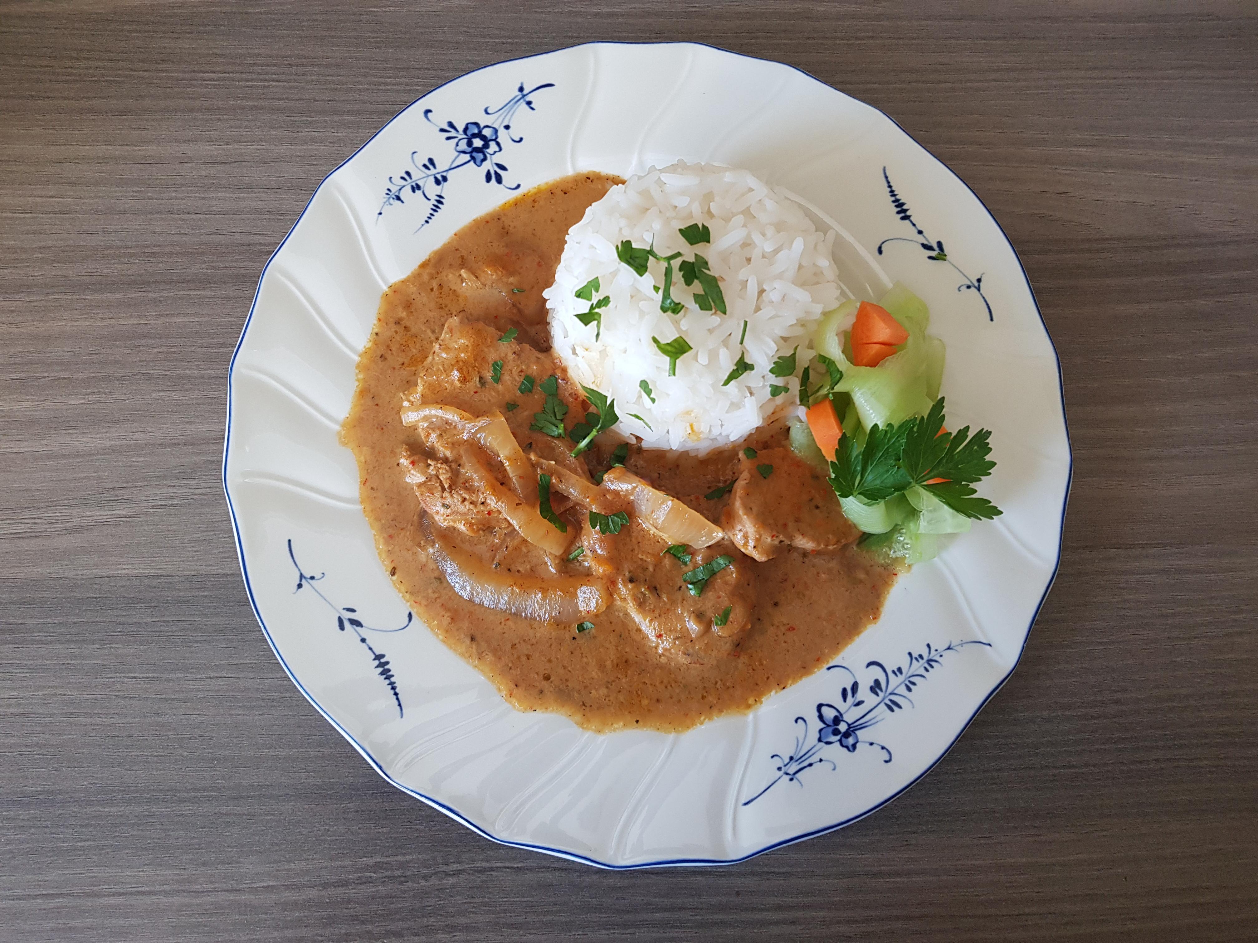 Schweine-Geschnetzeltes mit Reis