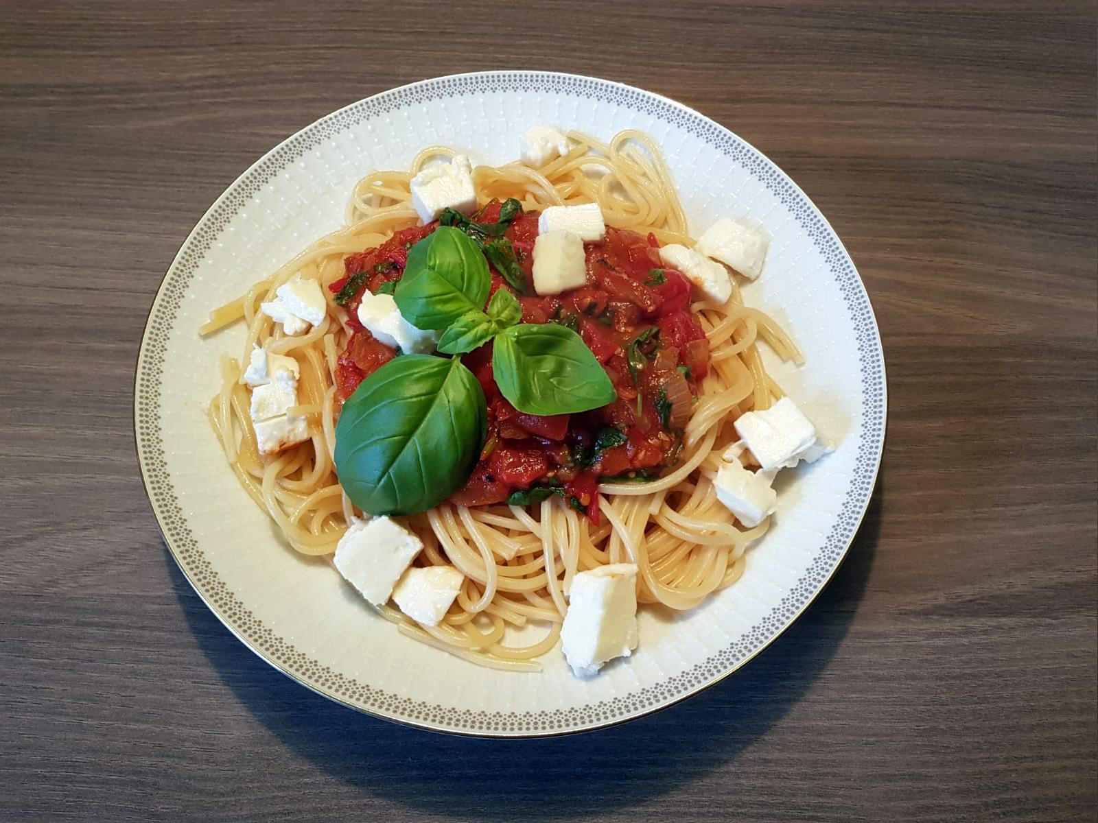 Spaghetti mit frischer Tomatensoße